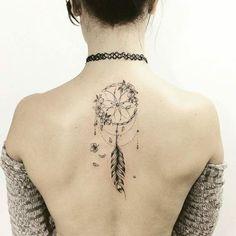 attrape-rêve noir tatouage femme