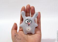 Купить ЗаясЪ Троян. - голубой, серый, заяц, зайчик, зайчик из шерсти, брошь, игрушка