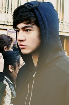 Calum Hood. In a hood.>>> I'm too distracted by how good he looks to fully appreciate that comment.