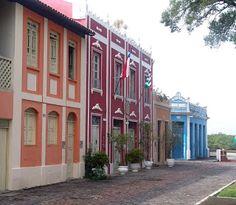 Lindos prédios em Canavieiras.