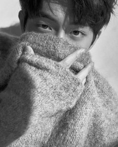 Nam Joo Hyuk greeted his fans on Boxing Day via Instagram, teasing them with shots of himself looking adorable and cosy all bundled up in a fuzzy sweater. He is such a cutie. Sigh. I wonder whether… Joon Hyung, Park Hyung Sik, Lee Hyun, Lee Sung Kyung, Nam Joo Hyuk Wallpaper, Jong Hyuk, Park Bogum, Ahn Hyo Seop, Nam Joohyuk