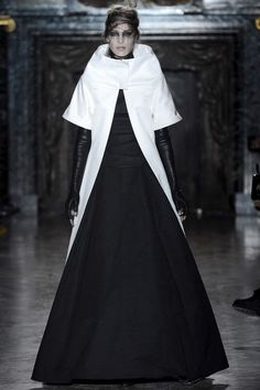 Gareth Pugh | Fall 2013 Ready-to-Wear Collection |