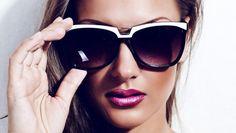 Cum alegem perechea perfectă de ochelari de soare?Secretul este forma feței!Află cum să îți scoți în evidență trăsăturile cu perechea potrivită de ochelari.