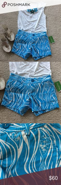 "Lilly Pulitzer Resort White Callahan Shorts Lilly Pulitzer Resort White Joe Fish Callahan Shorts. Super cute Blue and white. Front zip and button closure. Laying flat waist approx 14"" across, inseam approx 5"". 100% cotton. Size 000. NWT, never worn. #436 Lilly Pulitzer Shorts"