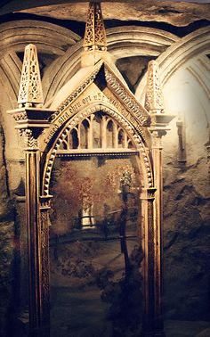 The Mirror of Erised in Hogwarts at the Wizarding World of Harry Potter (by Marie's Shots) omg @Megan James!!!! I can't till we go this all!!! Ah!!!