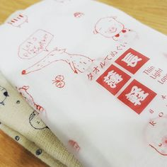 안녕하세요. 제 취향의 상품만 셀렉하는 디자인 보부상 1호입니다. 질좋은 일본 테누구이(手ぬぐい 손수건) 귀여운 개돼지고양이 일러스트 버전 소개할게요 현재 디보부 스토어팜에서는 일본 신상 타올류 샘플 소량 판매 15% 반짝 할인 진행 중입니다. (10/7까지만)  #일러스트 #손수건 #졸귀 #일본타월짱 #짱짱맨 #거즈타월 #가벼운손수건 #디보부에서만판매중 #굿디자인보부상 #디보부닷컴 #여성취향 #일본수입 #샘플판매 #할인중