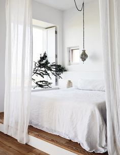 Discover Modern examples of Minimalist Bedroom Decor Ideas design in your home. See the best designs for your interior bedroom. Decoration Inspiration, Room Inspiration, Decor Ideas, Diy Decoration, White Bedroom, Master Bedroom, Calm Bedroom, Tranquil Bedroom, Bedroom Inspo