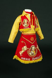 Annie Oakley cowgirl outfit | Herman Iskin & Co. | Teleford, PA| ca. 1950s | cc by-sa 3.0, The Children's Museum of Indianapolis | Wendy Kaveney