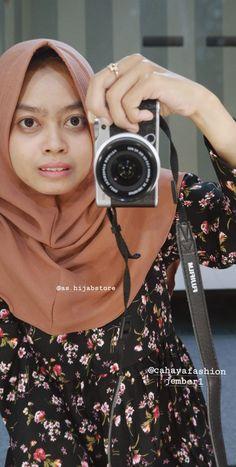 Simple tapi modis, cocok banget sih buat yang gak suka ribet Hijab Outfit, Simple, Bags, Outfits, Fashion, Handbags, Moda, Suits, Fashion Styles