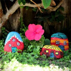 manulidades-piedras-5 Gnome House, Crafty Kids, Stone Painting, Rock Painting, Stone Art, Fairy Houses, Painted Rocks, Painted Earth, Fun Crafts