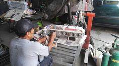 Preparando culata de motor para pintado