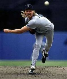 "The ""Big Unit"" Randy Johnson - Seattle Mariners. Those were the days! Mariners Baseball, Baseball Star, Sports Baseball, Seattle Mariners, Baseball Cards, Basketball Scoreboard, Buy Basketball, Baseball Pitching, Basketball Birthday"
