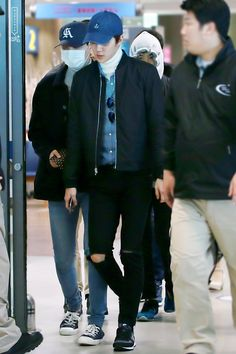 Incheon Airport  from Singapore 160111 : Sehun (2/2)