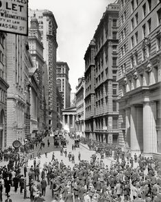 "Lower Manhattan circa 1906. ""Broad Street and curb market, New York."" 8x10 inch dry plate glass negative, Detroit Publishing Company."
