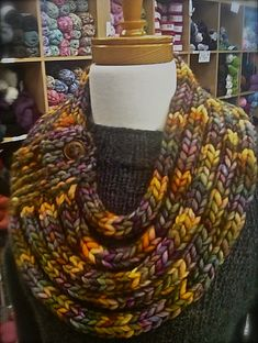 Ravelry: Ropes Cowl pattern by Kristina Larson; check out other similar types with this pattern. Yarn Projects, Knitting Projects, Crochet Projects, Knitting Patterns, Crochet Patterns, Scarf Patterns, Knitting Tutorials, Stitch Patterns, Knit Or Crochet