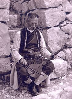 Montenegrin playing on gusle Stunning Old Photos of Yugoslavia from the – Slavorum Serbo Croatian, Serbian, Dalmatia Croatia, Cultural Significance, Second World, Swagg, Photo Book, Old Photos, 1920s