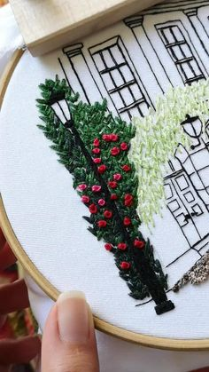 Diy Embroidery Patterns, Embroidery Stitches Tutorial, Flower Embroidery Designs, Creative Embroidery, Learn Embroidery, Silk Ribbon Embroidery, Embroidery Art, Flower Patterns, 3d Quilling