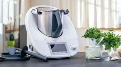 The Thermomix from Vorwerk is hardly larger than an piece of paper, but it offers unique advantages to your daily life and cooking style! Paella, Gelato Ice Cream, Ice Cream Maker, Beef Rump Roast, Robot Thermomix, Secret House, Stainless Steel Tubing, Sem Internet, Model
