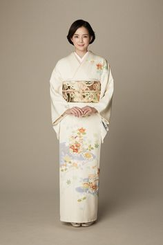 Types of women& kimonos. Kimono in Japan What a kimono looks like on a Japanese woman