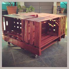 Mesa ratona hechas con cajones de verdura.