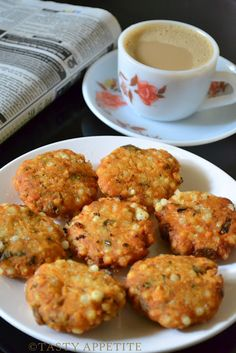 crispy & delicious ~ Sabudana Vada http://tastyappetite.blogspot.in/2012/05/sabudana-vada-pearl-sago-fritters.html