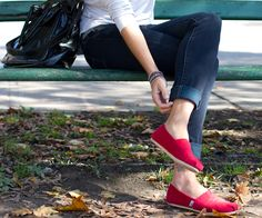 Street fashion inspiring ideas meant for women of all ages. Feel outstanding in the popular affordable style. Cheap Toms Shoes, Toms Shoes Outlet, Toms Outfits, Fashion Outfits, Red Toms, Sock Shoes, Flat Shoes, Mom Style, Affordable Fashion