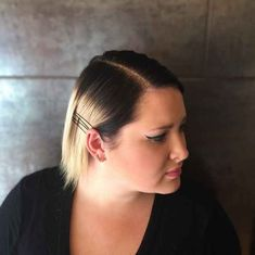 New Glitter Roots Hair Trend Has Women Dumping Sparkles Onto Their Heads Glitter Eye Makeup, Glitter Hair, Pink Glitter, Glitter Bomb, Glitter Gel, Glitter Cardstock, Glitter Roots, Glitter Jacket, Runway Hair