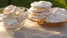 Lectia de gatit: Bezele - www.foodstory.ro Pinterest Recipes, Meringue, Icing, Biscuits, Deserts, Low Carb, Cooking Recipes, Ice Cream, Sweets