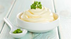 Want a mayonnaise without the toxic vegetable oils? Try this Tim Noakes Banting Mayo recipe. Banting Mayo - This Tim Noakes recipe for Banting mayo contains only healthy oils & avoids using toxic vegetable oils which are found in most mayonnaise. Banting Diet, Banting Recipes, Low Carb Recipes, Cooking Recipes, Healthy Recipes, Healthy Oils, How To Make Mayonnaise, Homemade Mayonnaise, Healthy Mayonnaise