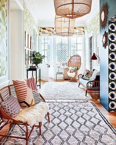 Decor idea: layer two shag rugs in the entryway via @ad_spain #HesbyStyle #ThatRugRocks