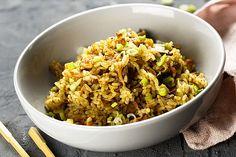 Je kunt het halen bij de Chinees of bij de slager, kant-en-klaar kopen in de supermarkt of maken met hulp van een pakje: nasi. Maar deze PuurGezond nasi bevat gegarandeerd de grootste portie groenten van allemaal en heel zeker heel veel minder zout.