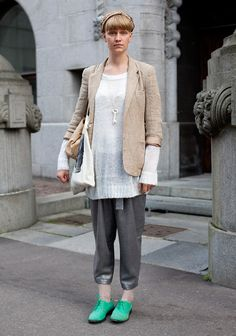 Via Hel Looks. Things I love: the sweater sleeves poking out, the pants, the key necklace, the GREEN shoes.