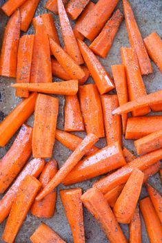 Oven Roasted Carrots make a great side dish that pairs perfect with almost any main course! These cooked carrots are oven roasted with a few seasonings. Roasted Vegetable Recipes, Roasted Root Vegetables, Raw Vegetables, Veggie Recipes, Vegetarian Recipes, Noodle Recipes, Easy Recipes, Dinner Recipes, Veggies