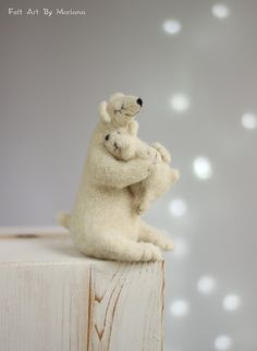 ¥12,500Needle Felt White Bears - Dreamy White Bear With A Baby Bear  -Needle Felt Art Doll -  Withe Felted Polar Bears - Home Decor - Art Doll