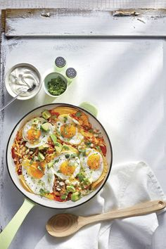 This Huevos Rancheros Bake is the perfect brunch recipe. Everyone will love digging into the cheesy, spicy layers of this egg-topped casserole. Breakfast Enchiladas, Tater Tot Breakfast, Breakfast Bake, Breakfast Casserole, Vegan Breakfast, Brunch Recipes, Breakfast Recipes, Dinner Recipes, Breakfast Ideas