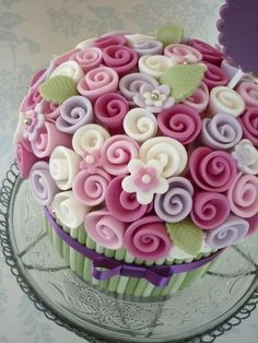 Beautiful #Ribbon #Roses / #Flowers Giant #Cupcake We love and had to share! Great #CakeDecorating!