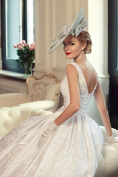 Tatiana Kaplun bridal collection 2015 presents the Jazz Sounds line as one of the bridal dresses ranges from the Russian designer. Vestidos Vintage, Vintage Dresses, Vintage Outfits, Vintage Fashion, Bridal Dresses, Wedding Gowns, Flower Girl Dresses, Wedding Shoot, Mulher Versus Moda