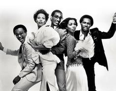 Chic - Nile Rodgers (Rhythm-Guitar) Bernard Edwards (Bass-Guitar), Tony Thompson (Drummer, ex-Patti LaBelle drummer), with female vocalists Norma Jean Wright & Alfa Anderson. Disco Funk, Disco 70s, Bernard Edwards, Tony Thompson, Chic Band, Glam Rock Bands, I Want You Love, Musica Disco, American Bandstand