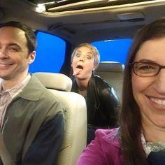Jim Parsons, Kaley Cuoco, and Mayim Bialik Big Bang Theory Series, Big Bang Theory Penny, The Big Theory, Kaley Cuoco, Amy Farrah Fowler, Celebrity Selfies, Johnny Galecki, Mayim Bialik, Jim Parsons