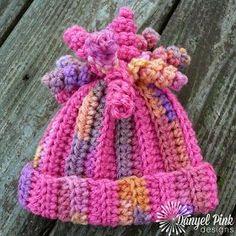 Free crochet pattern. Newborn to adult sizes. Flat design.