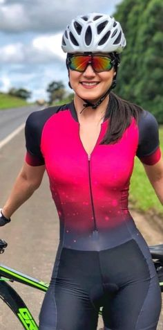 Learning to ride a bike is no big deal. Learning the best ways to keep your bike from breaking down can be just as simple. Cycling Girls, Cycling Wear, Cycling Outfit, Cycling Clothing, Triathlon, Bicycle Brands, Cycle Chic, Cool Bike Accessories, Bicycle Girl