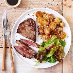 Grillé de boeuf, jeunes pousses, pommes de terre au romarin - illico Fresco