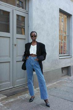 2018 outfits: oversized blazer worn with straight-leg jeans Black Women Fashion, Womens Fashion Online, Latest Fashion For Women, Look Fashion, Fashion Outfits, Jeans Fashion, Cheap Fashion, Fall Outfits, Fashion Beauty