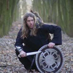 Einen Keltischen Herzknoten knüpfen - Battle-Merchant Blog Battle, Blog, Tips, Crafts, Celtic Knots, Diy Necklace, Middle Ages Clothing, Leather Cord, Vikings