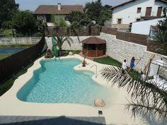 Backyard Pool Designs, Small Backyard Pools, Swimming Pools Backyard, Swimming Pool Designs, Garden Pool, Pool Landscaping, Beach Entry Pool, Beach Pool, Jacuzzi