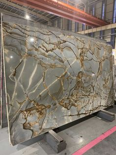 Blue roma quartzite stone is available in blocks, slabs, tiles, bookmatch and more. This blue quartzite is a rare and beautiful stone. Granite Flooring, Stone Flooring, Wooden Flooring, Countertops, Marble Stairs, Marble Wall, Casa Park, Italian Marble Flooring, Art Deco Living Room