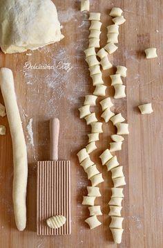 Italian Restaurant Decor, Pasta Casera, Heritage Recipe, Lotsa Pasta, Fast And Slow, Pasta Shapes, Easy Pasta Recipes, Homemade Pasta, Lasagna