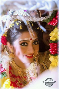 Tips For Planning The Wedding Of Your Dreams! Anyone that has helped plan a wedding can tell you it's not easy to do. Bengali Bridal Makeup, Bengali Wedding, Bengali Bride, Punjabi Bride, Bengali Art, Bengali Culture, India Wedding, Wedding Looks, Bridal Looks