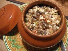 Ингредиенты на 1 горшочек: Мясо — 100 грамм; Гречка — 3 ст.л.; Лук; Морковь; Специи; Соль. Приготовление: Закладываем в горшочки сначала мясо, затем лук и натертую на крупной...