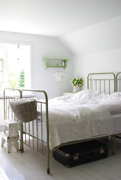 Ahh!  Join two antique bed frames together!  Good idea!  V i n ⓣ a g e . I n t e r i o r s